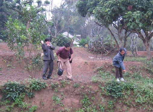 Inspect relics of Vietnam Xom Ren