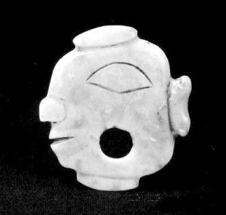 石峁遗址出土的玉雕双面人头像