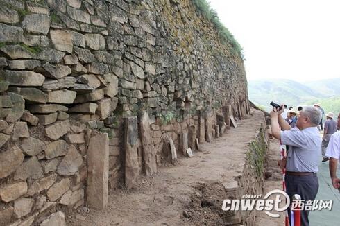 《营造法式》筑城技术现身石峁 千年木头保存完好