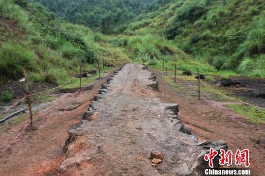 湖南桂阳首次发现双排冶炼窑群遗迹