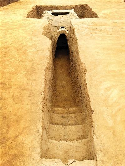 河南新郑龙湖镇发现两座唐代墓葬