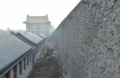 63米,底宽8.55米,高9.3米.主体结构为内以夯土为核心,外包砖砌体形式.